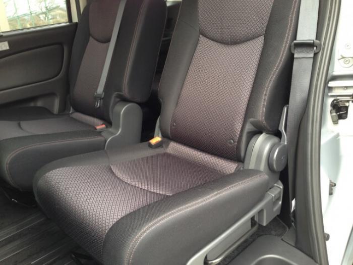 【車シートを掃除する方法】汚れが染み込んだ車のシートを掃除するコツ