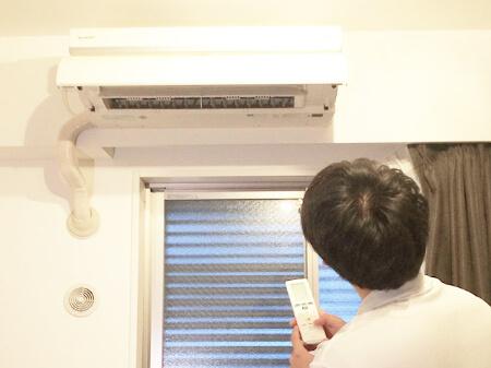 業者がエアコンクリーニング前にエアコンの動作確認をする!