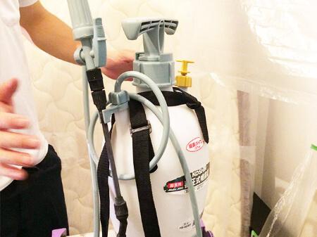 【エアコンクリーニング】専用の薬剤を高圧洗浄で吹きつける!