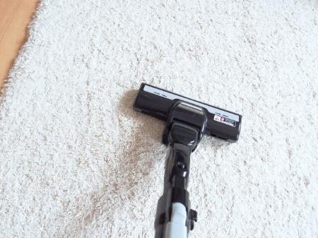 【カーペットの掃除】カーペットの基本掃除は掃除機です!