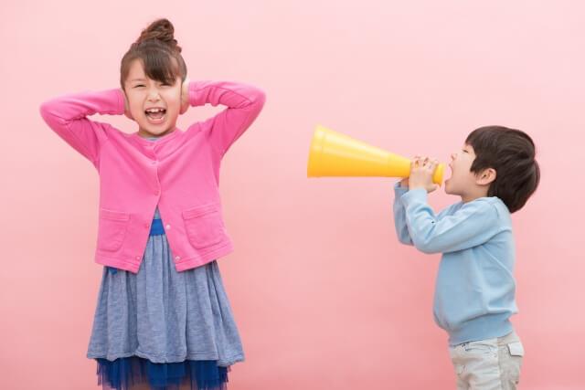 【室外機の掃除】室外機から大きな音がする原因は3つある!