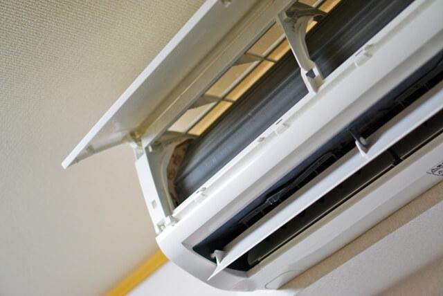 エアコンのカバーを中性洗剤で掃除する方法