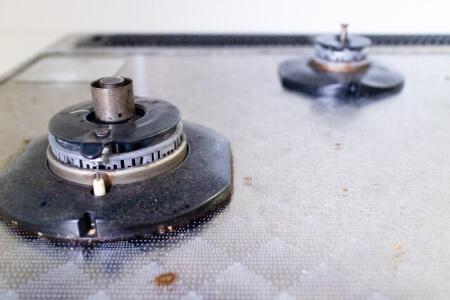 【キッチンの掃除】重曹を使って換気扇をつけ置きで掃除する方法