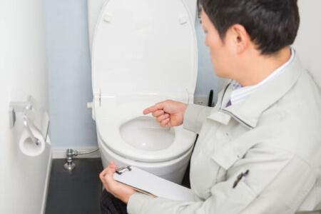 【トイレの水が止まらない】自分で直す?修理を依頼する?