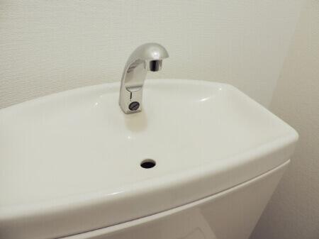 クエン酸でトイレの便座やタンクの上を掃除する方法