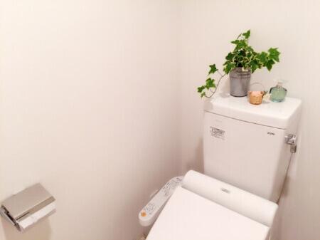 重曹を使ってトイレタンクの内部を掃除する方法