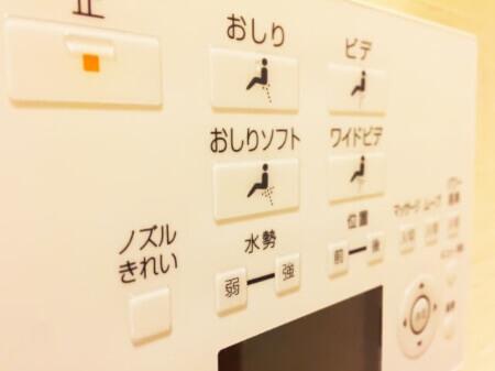 重曹とクエン酸水スプレーでトイレの壁や床を掃除する方法
