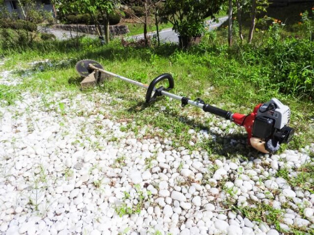 【草刈りの道具】草刈りする時にあればラクに草刈りできる道具