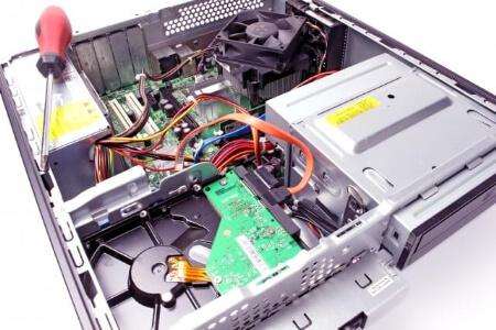 頼れるパソコン修理業者を選ぶポイント