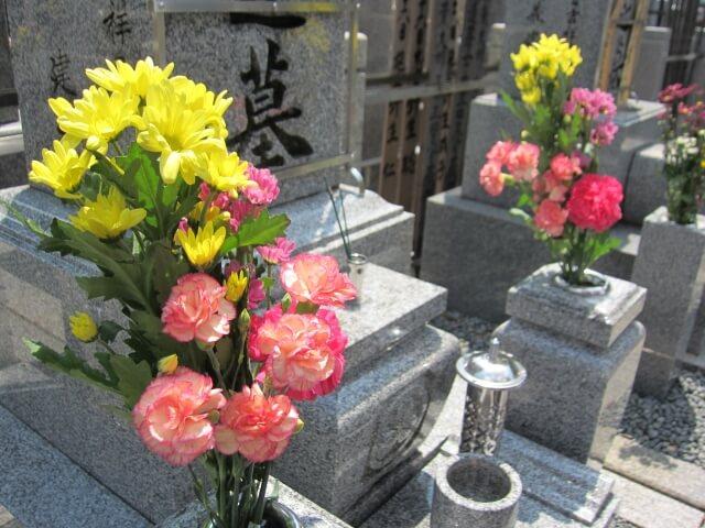 【墓参りのマナー】正しい墓参りのマナーを知ればあなたも一人前です!