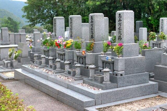 【墓参りの花のマナー】墓参りの花のマナーやお供えに避けるべき花を知ろう!