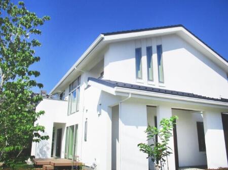 【外壁塗装】「コーキングの打ち直し」と「屋根塗装」検討しよう!