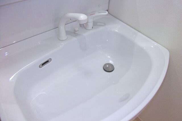 クエン酸水スプレーを使って洗面ボウルを掃除する方法