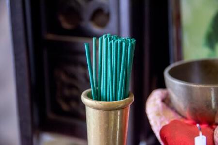 仏壇や鐘をキレイに保つためには定期的な掃除が必要です!