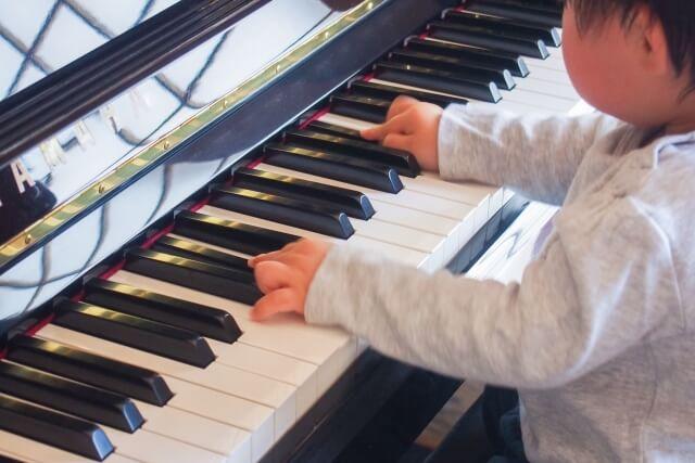 【ピアノの輸送】引っ越し業者とピアノ専門輸送業者の違いは?