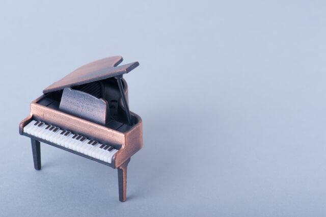 【ピアノの輸送方法】クレーンや解体してピアノを輸送する方法