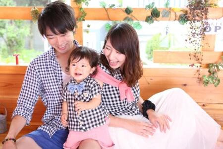 カジュアルな服装で映える家族写真を撮るなら「統一感」がポイント