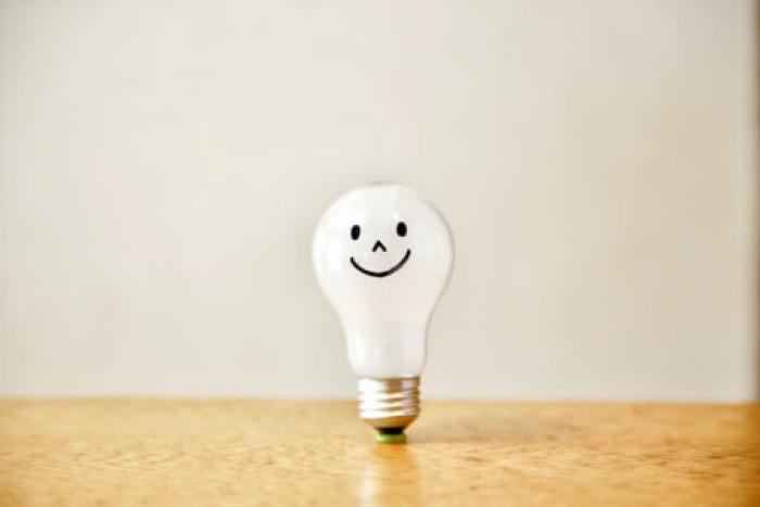 【電球交換の方法】初心者でもできる電球交換の方法とLEDの基礎知識
