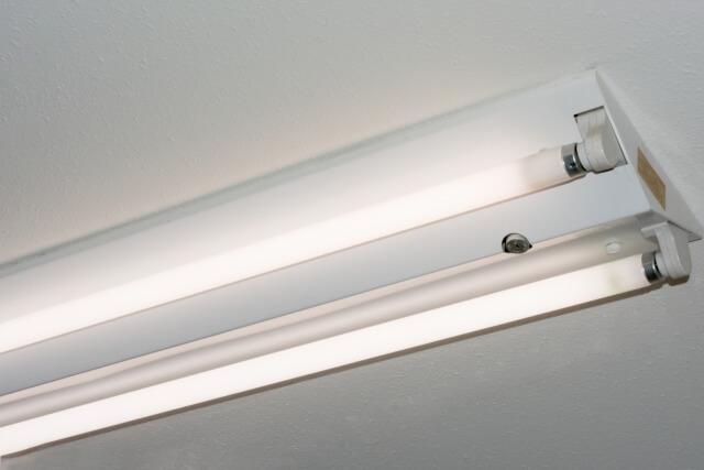 どうして蛍光灯の掃除が必要なの?