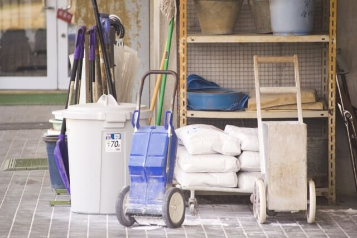 雑草対策に消石灰がいいってホント?消石灰が雑草に与える影響を解説