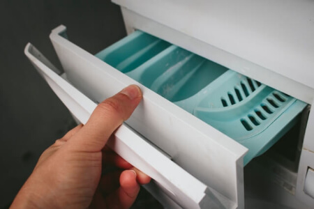 酸素系漂白剤でドラム式洗濯機の洗剤ケースと排水フィルターを掃除する方法
