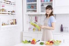 食器棚の掃除してますか?収納のコツと気になる食器棚の臭いを解決!