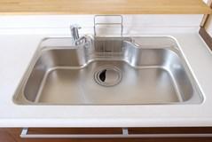 排水口掃除して詰まり知らず!重曹とクエン酸を使って簡単に排水口を掃除