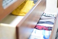 遺品の服どうする?「遺品の服を残す方法」と「処分する方法」