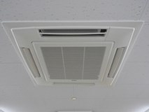 大人気のエアコンクリーニング (天井埋込)なら当店にお任せ下さい!