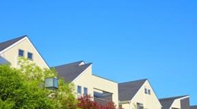 屋根修理や雨漏りの修理、実績豊富な職人にお任せください。